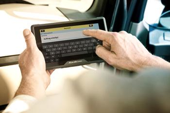 Auch Textnachrichten können bequem über den hochauflösenden Multitouchscreen gelesen werden