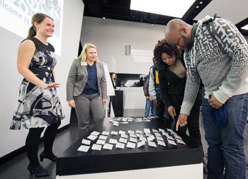 Presse-Information Daimler über ein Praktikum bei Daimler für Flüchtlinge