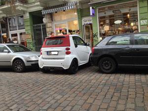 Frühstart an der Waterkant - Was in Berlin geht, geht auch in Hamburg. Mercedes hat das kleinste Auto