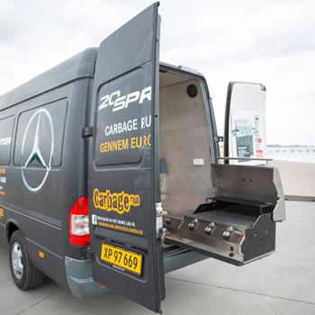 Mercedes-Benz schickt den Oldtimer Sprinter als Van in die Spaß-Ralley
