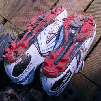 Die MTB-Pedalen und die richtigen MTB-Schuhe verschaffen die die restlichen 20 % Performance wenn es am Berg nicht weitergeht