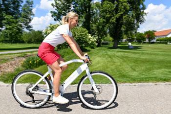 E-Bikes beflügeln - Gesund und mobil statt schlapp und schlecht gelaunt. Daher ist der Kauf eines E-Bikes sicher gesundheitsförderlich.