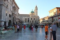 /media/photos/urlaub/italien/piazza-del-popolo-in-ascoli.jpg